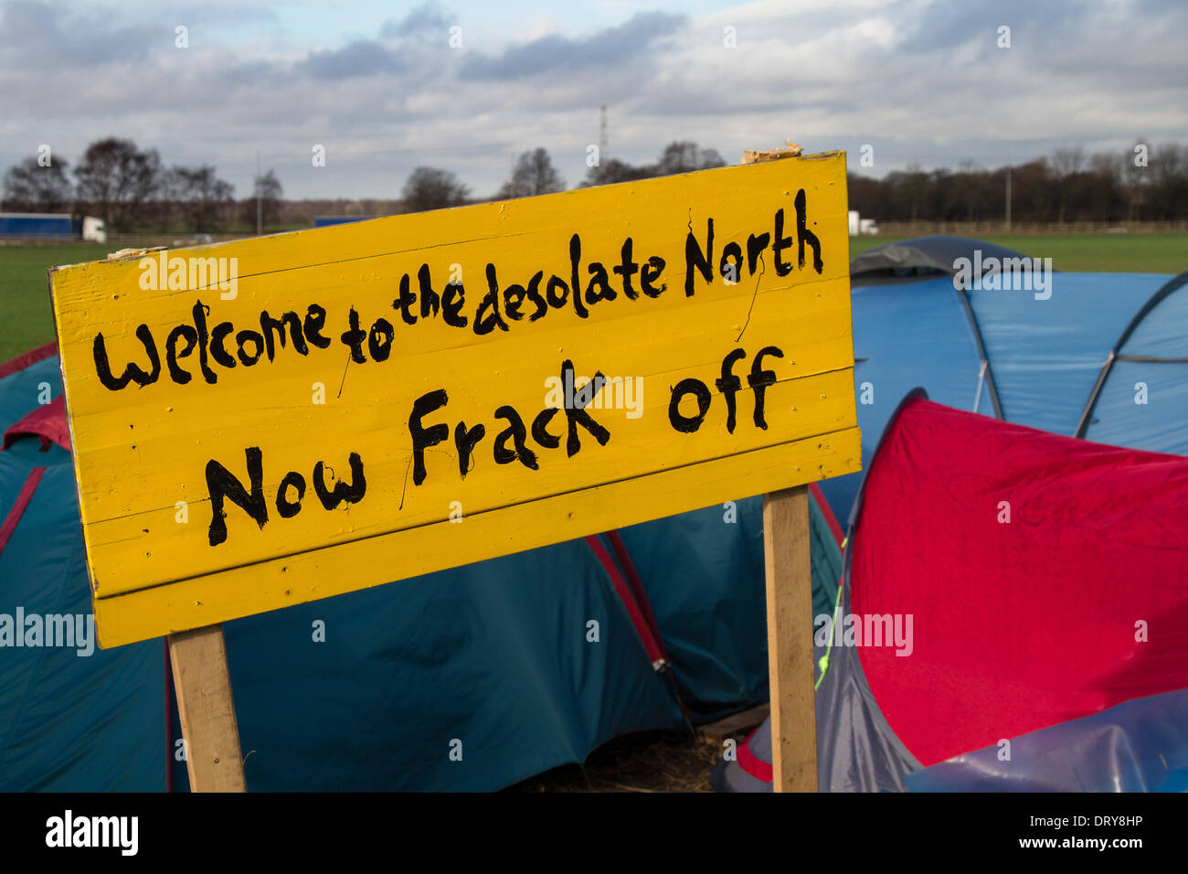 Manchester, Barton Moss, UK. 4th February, 2014. 'Welcome to the desolate North.  Now Frack Off'  Protests at IGAS Drilling Site, Greater Manchester Policing operation at Barton Moss Drilling Site as Cuadrilla, as one of the energy firms hoping to exploit the UK's shale gas resources, announces two new exploration sites in Lancashire. ... to drill and frack at two sites at Roseacre Wood and Little Plumpton. - Stock Image