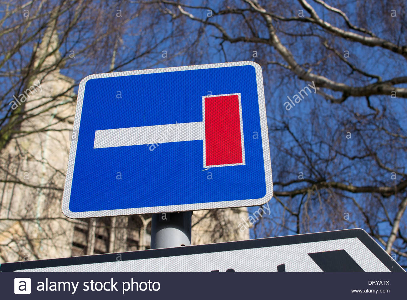 Dead end or cul-de-sac sign to the right - Stock Image