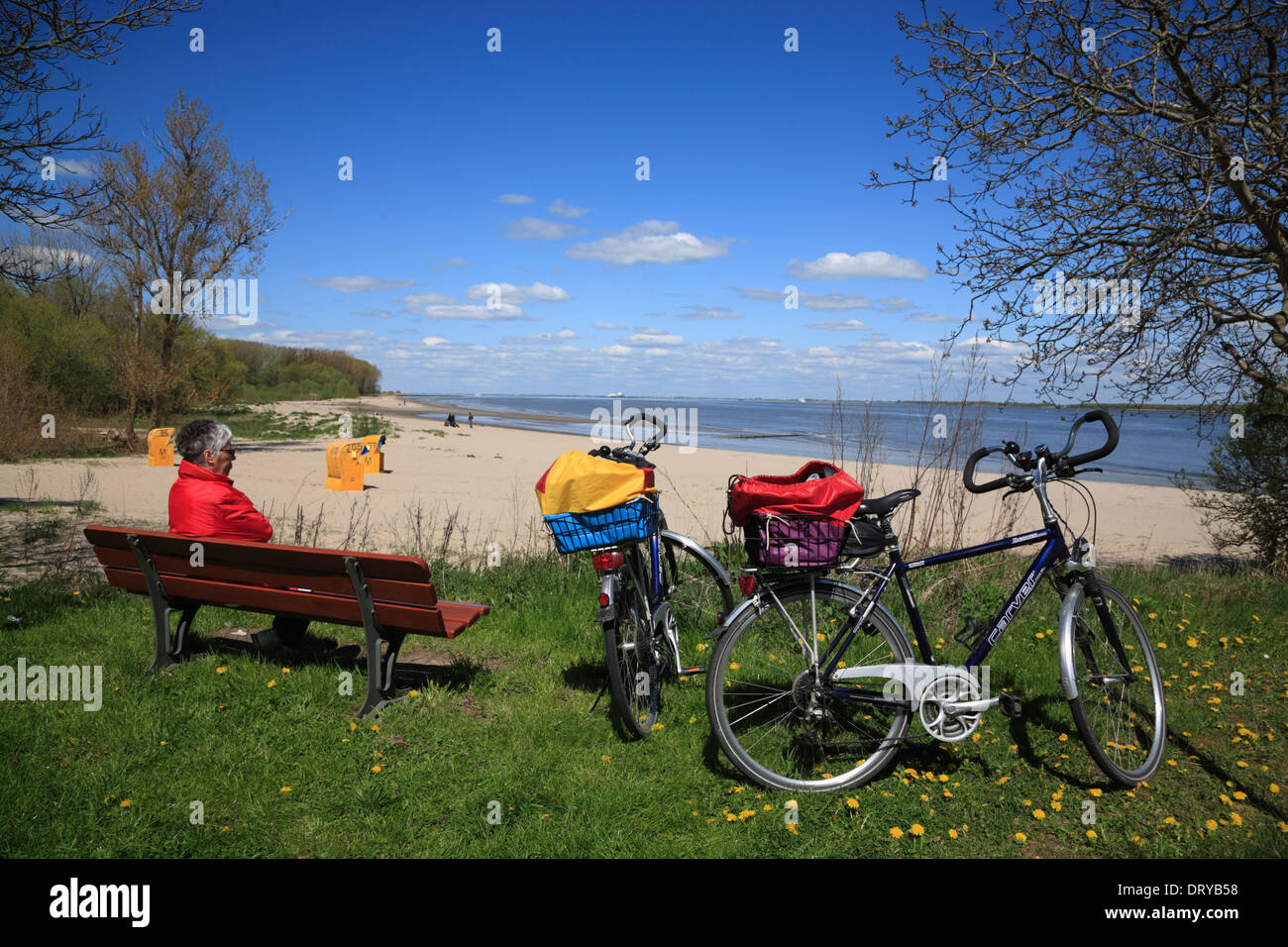Elbe river cycle route, cycle stop at Krautsand island beach, Lower Saxony, Germany, Europe Stock Photo