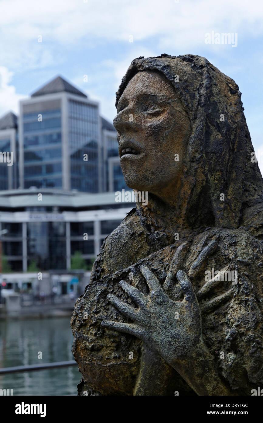 The famine memorial statues in Dublin Docklands, Ireland - Stock Image