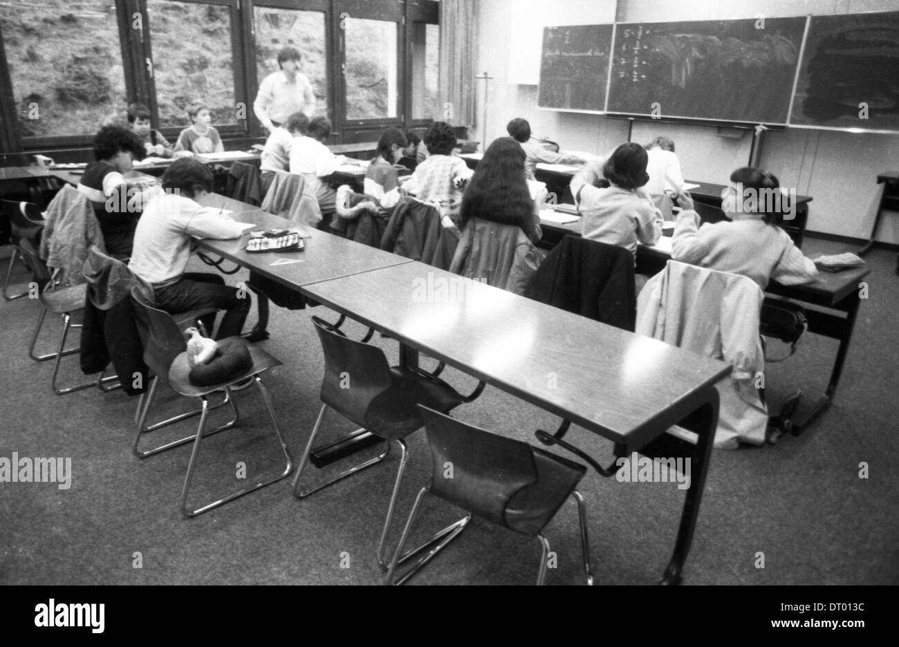 The picture shows teaching at a secondary school in chemistry, mathematics, and dry with girls and boys |. - Stock Image
