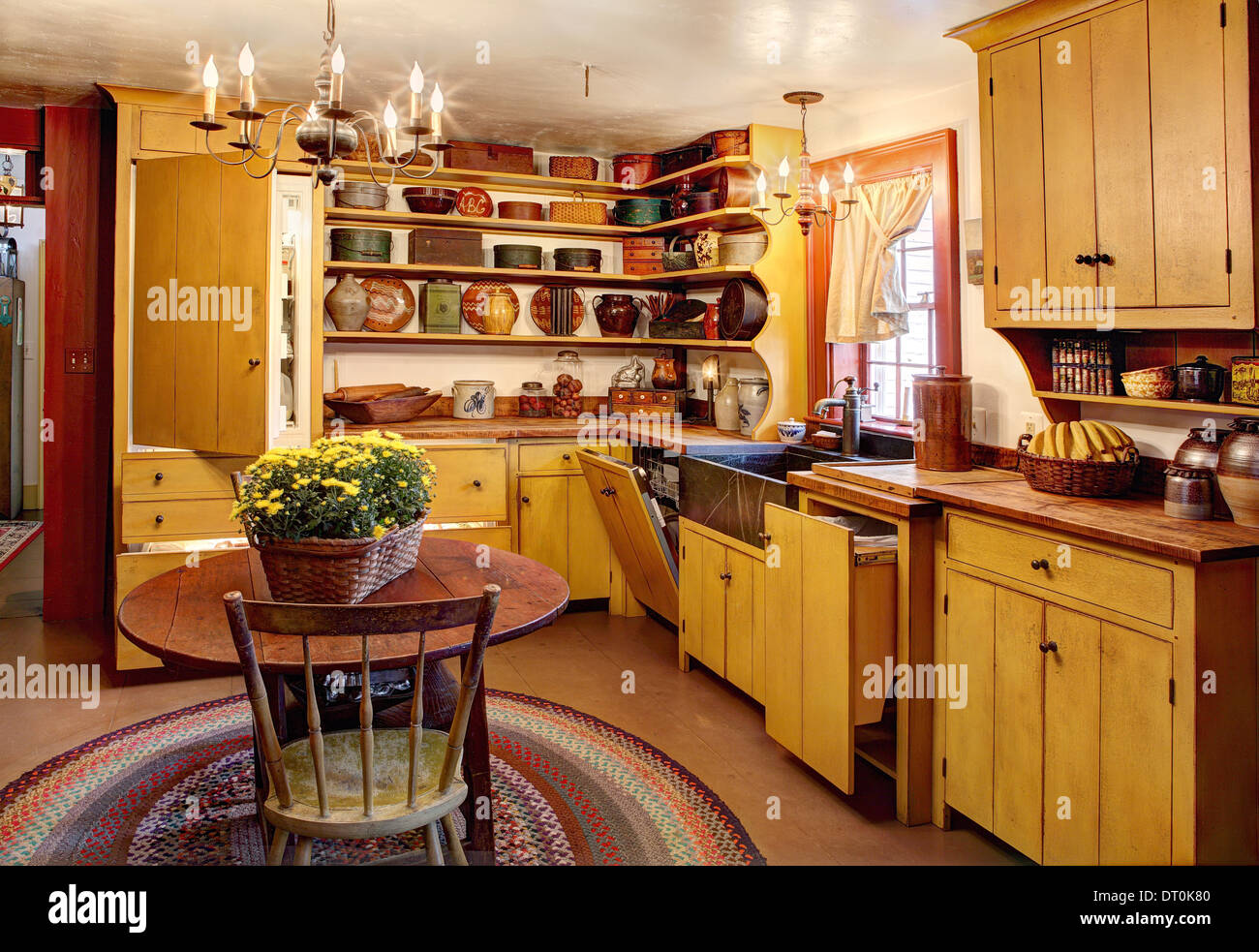 An interior vies of the kitchen in an authentic primitive colonial reproduction home. - Stock Image