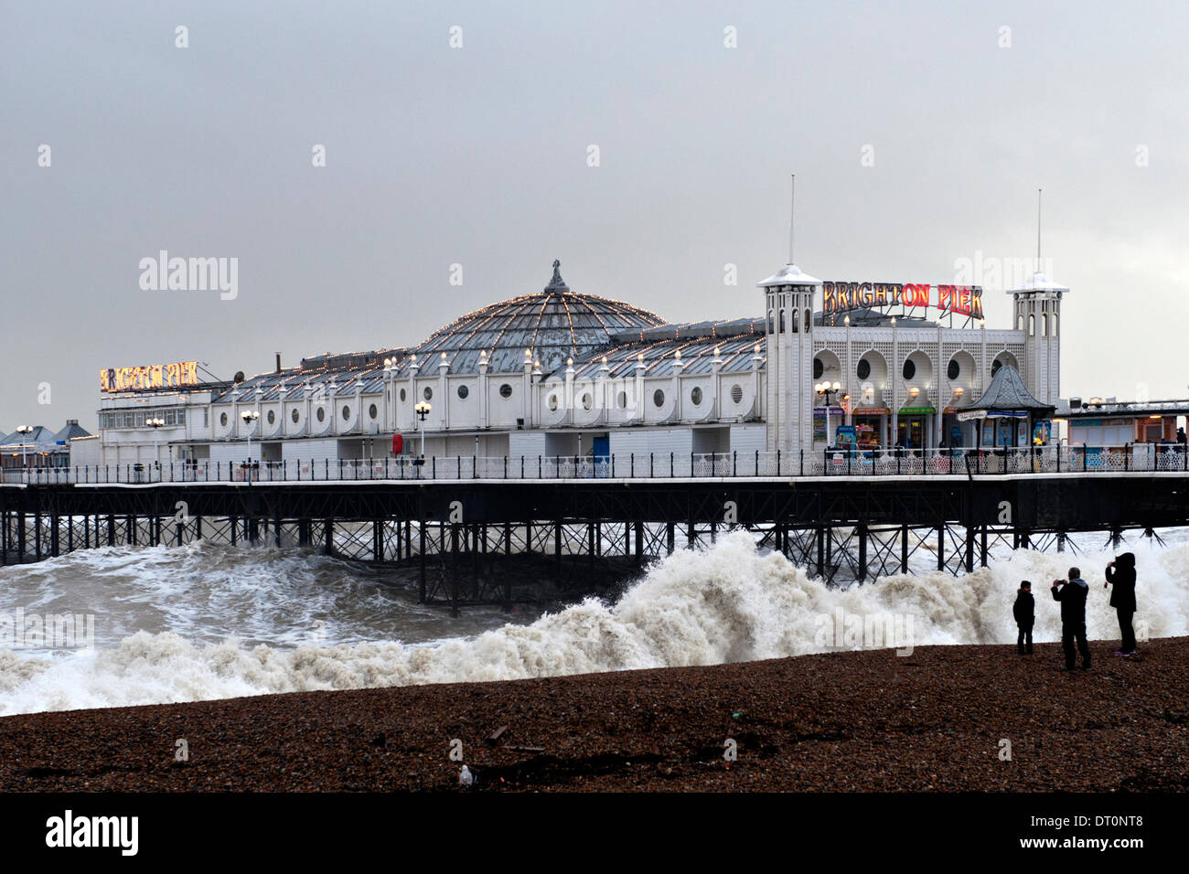 Brighton, Sussex. UK. 5th February 2014. Brighton Pier takes a battering from high seas during gale force winds Stock Photo