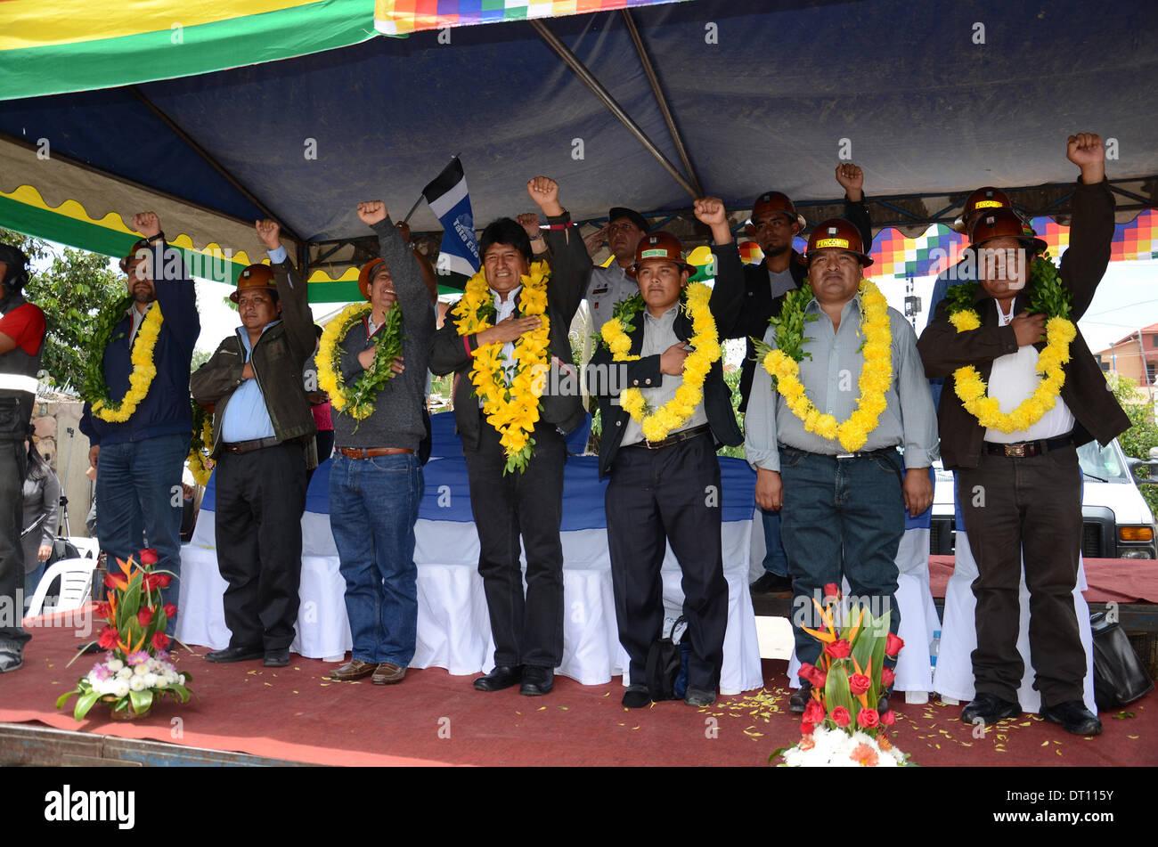 Cochabamba, Bolivia. 5th Feb, 2014. Bolivia's President Evo Morales (C) attends the handover ceremony of the new headquarters of the Cochabamba Federation of Mining Cooperatives in Cochabamba, Bolivia, on Feb. 5, 2014. Credit:  R. Zaconeta/ABI/Xinhua/Alamy Live News - Stock Image