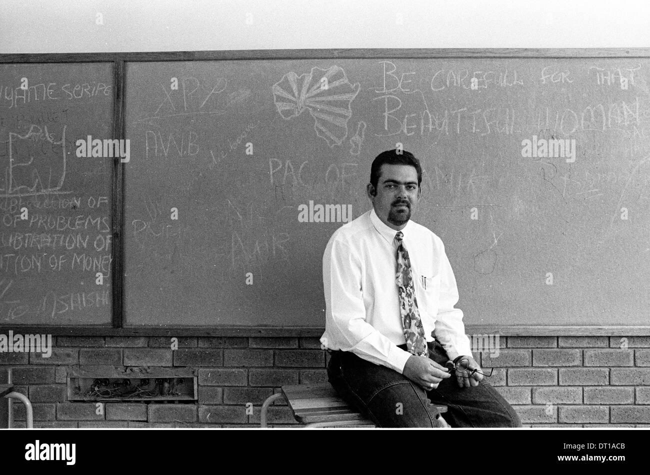 WHITE TEACHER IN TOWNSHIP SCHOOL. 1995 VENTERSDORP SOUTH AFRICA PHOTO/JOHN ROBINSON - Stock Image