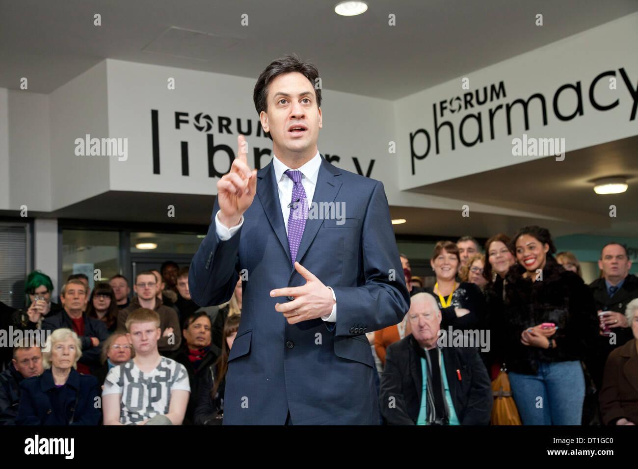 Ed Miliband talks in Wythenshawe, January 2014 - Stock Image