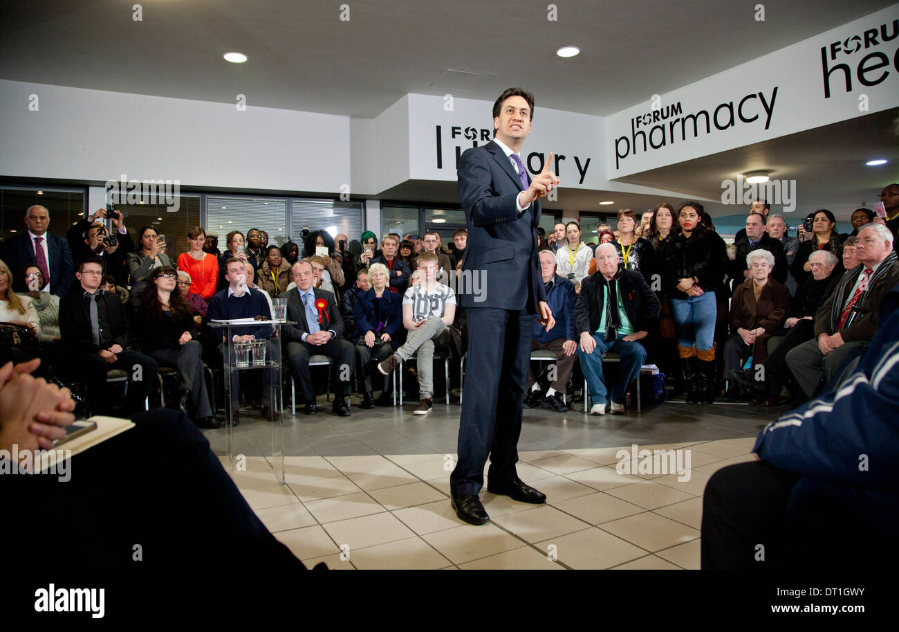 Ed Miliband talks in Wythenshawe, January 2014 - Stock Image