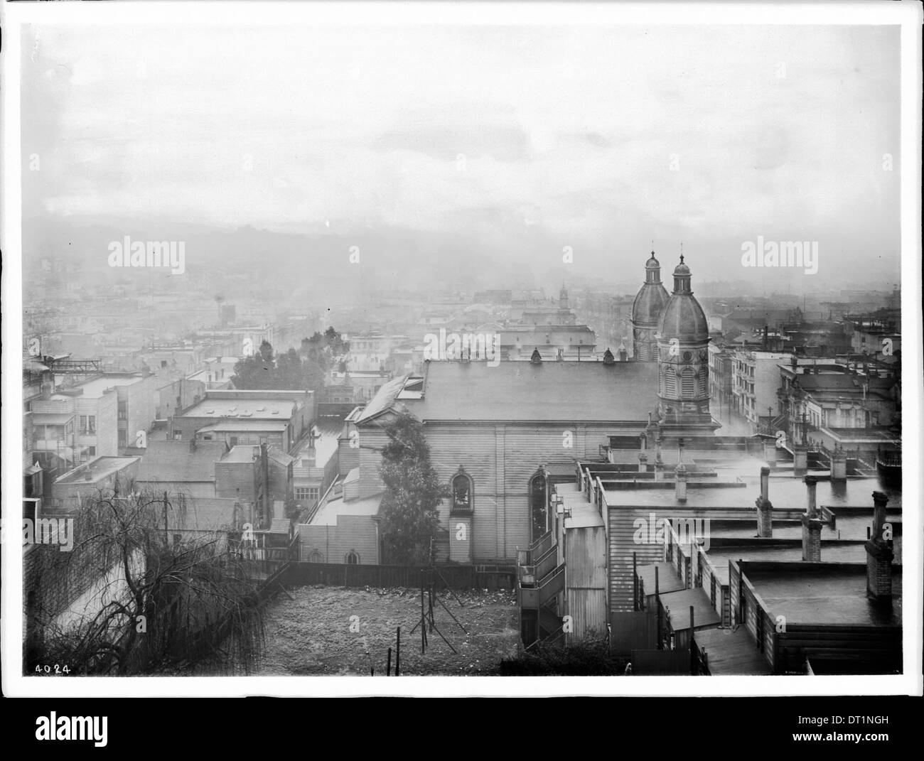 General view of San Francisco in the evening from Russian Hill, ca.1905 - Stock Image