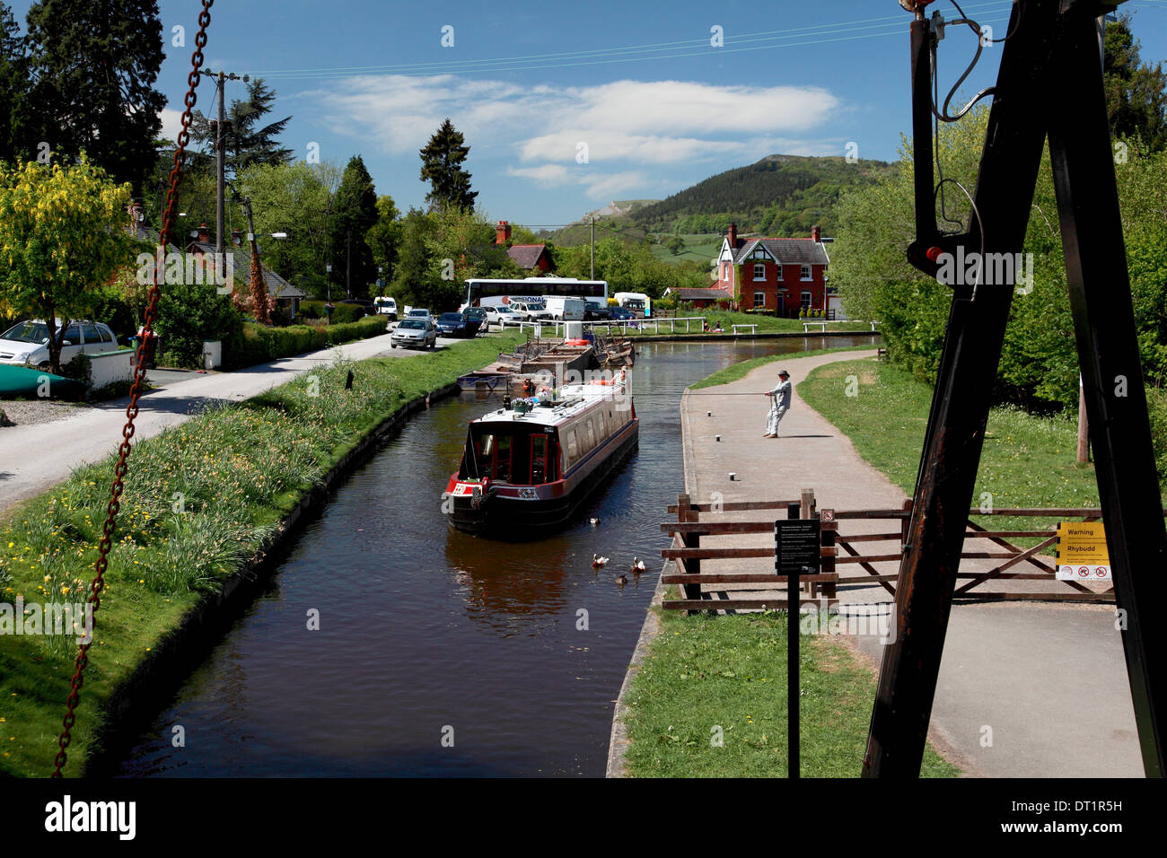 Froncysyllte Lift Bridge on the Llangollen Canal looking west down the Vale of Llangollen Stock Photo