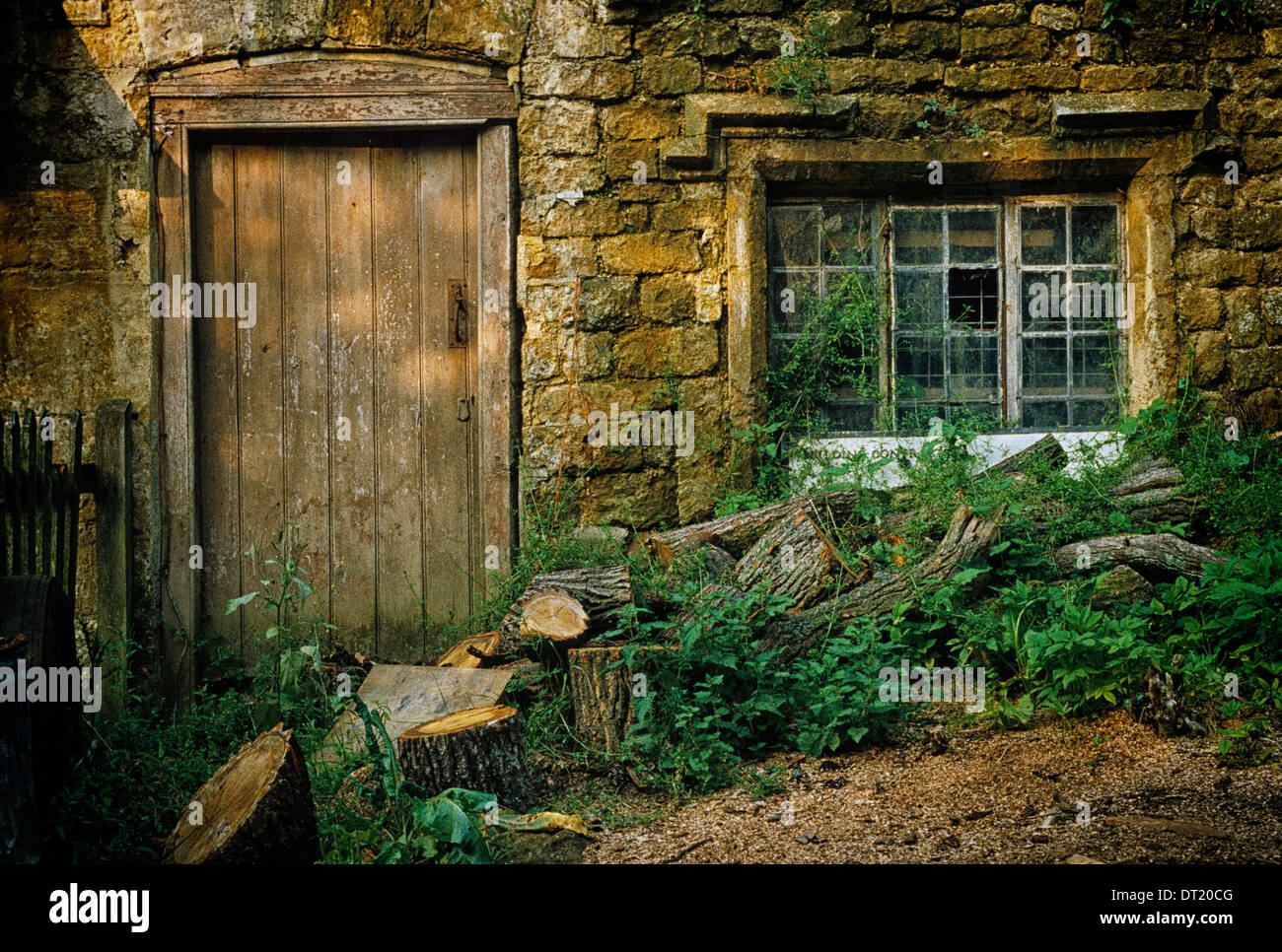 For much of the 20th century the beautiful privately-owned Oxfordshire village of Great Tew was allowed to fall into disrepair - Stock Image