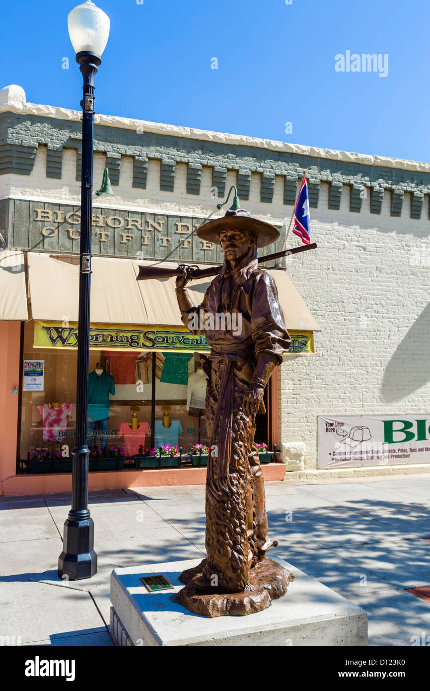 Cowboy statue in Grinnell Plaza in historic downtown Sheridan, Wyoming, USA - Stock Image