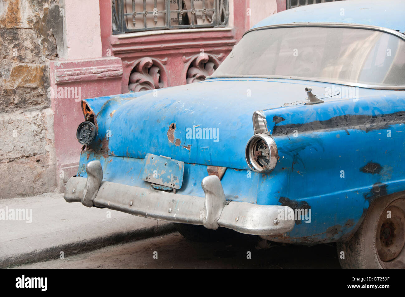 Old American Car in poor condition, Calle Brazil, Habana Vieja, Havana, Cuba, Caribbean - Stock Image