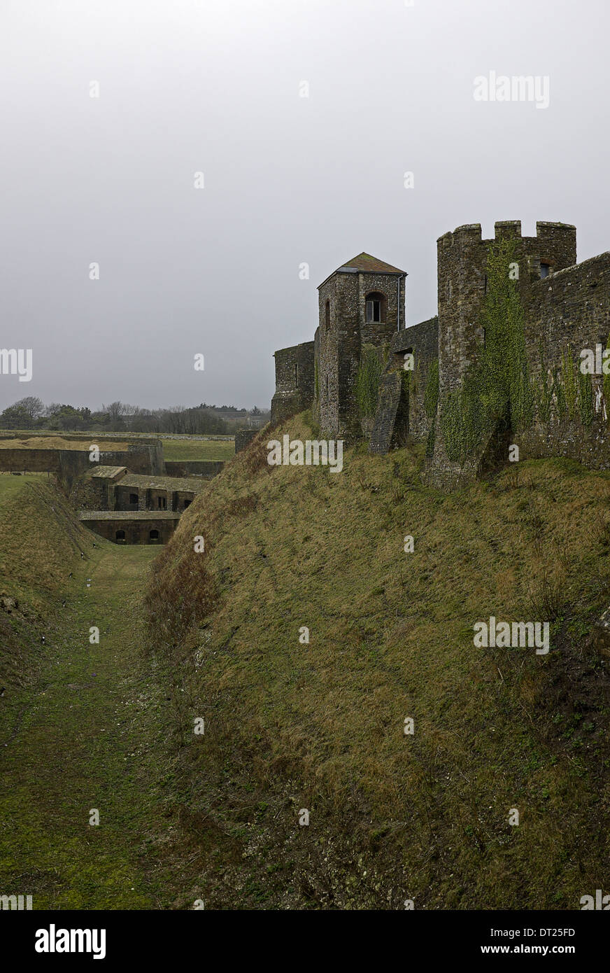 Tresurers Tower at right, then Godsfoe Tower & link to Medieval Tunnels at the foot of the moat. Stock Photo