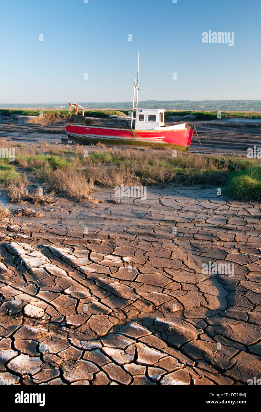 Fishing Boat on Mud Flats of The River Dee, Heswall, The Wirral, Merseyside, England, UK - Stock Image
