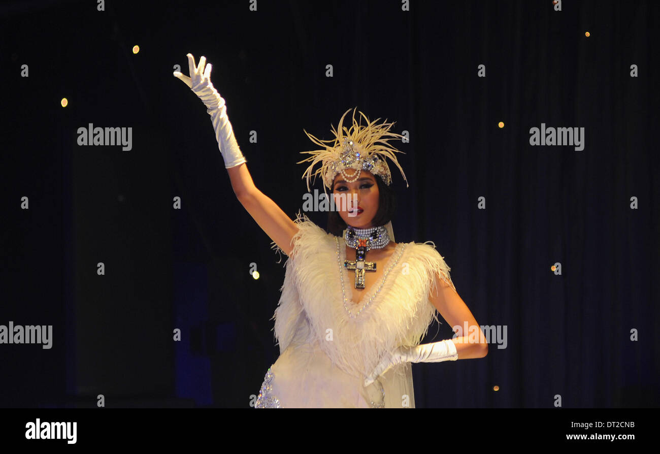 Jakarta, Indonesia . 06th Feb, 2014.  A model presents a creation by designer Adjie Notonegoro at 'The 1920's Public Enemies' fashion show in Jakarta, Indonesia, Feb, 6. 2014. Credit:  Xinhua/Alamy Live News - Stock Image