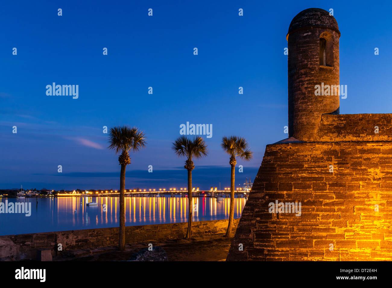 Historic Castillo de San Marcos at twilight in St. Augustine ...
