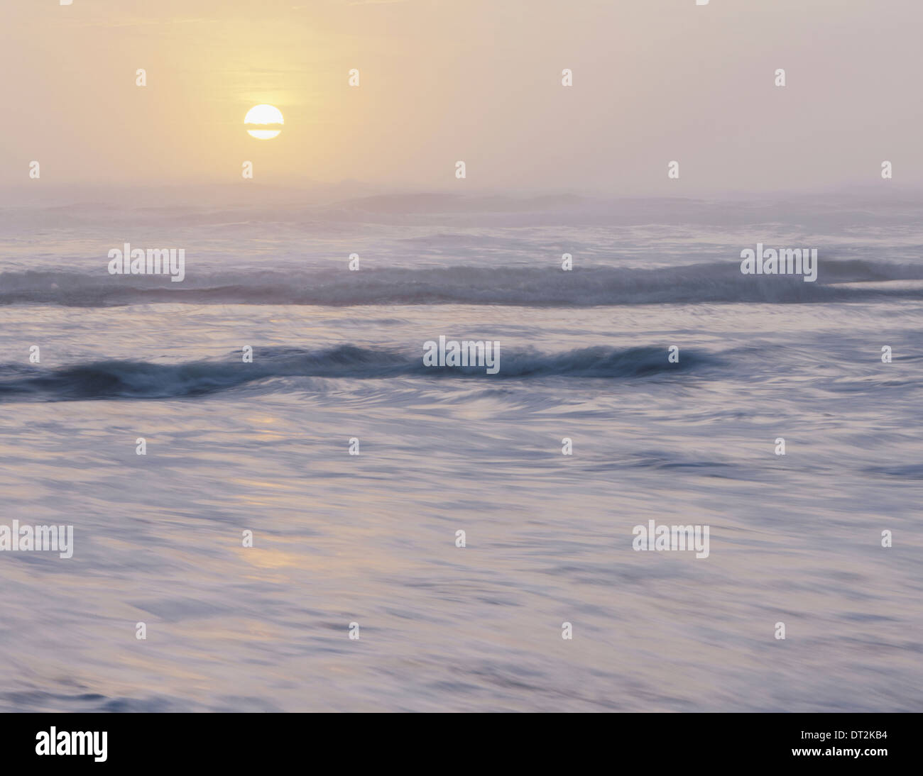 Olympic National park View out over the sea and gentle swell in the waters off the shore Sunset Sun sinking below the horizon - Stock Image