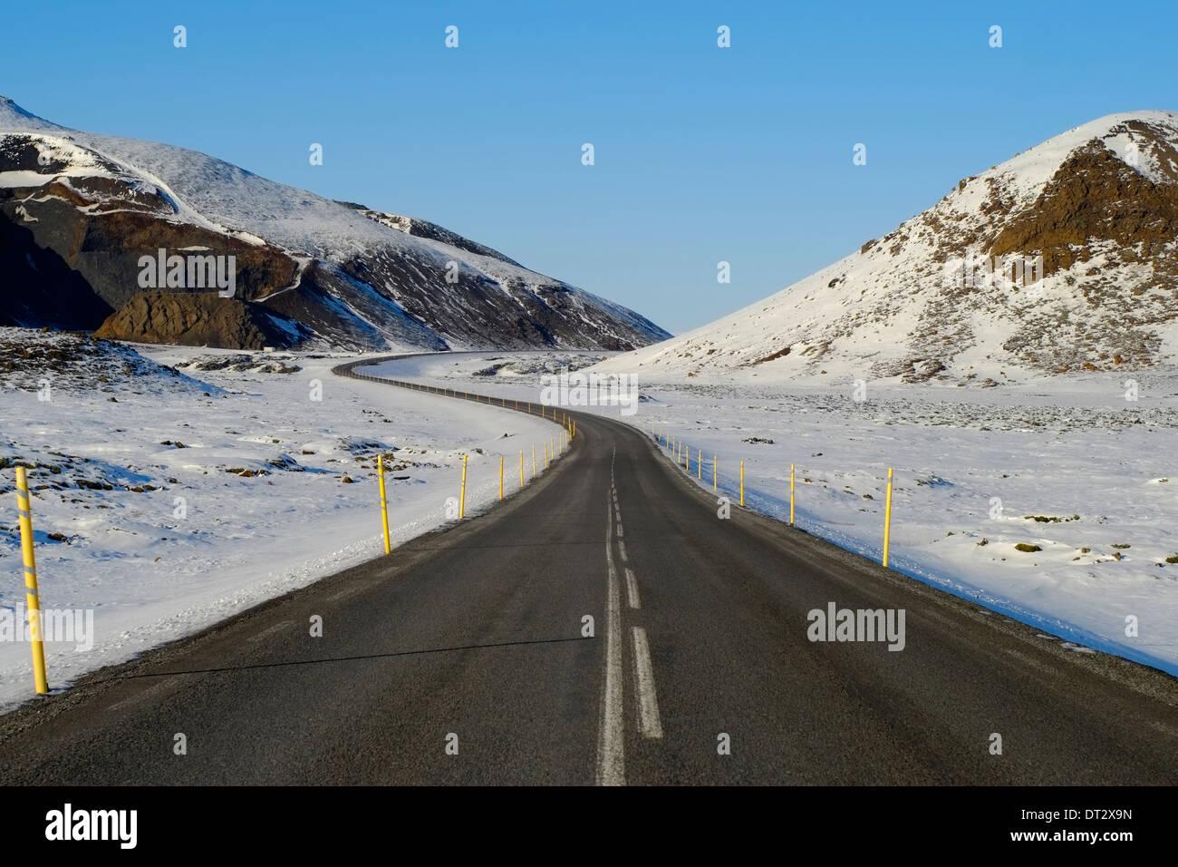 Road Leading Through Mountains, Polar Region, Iceland - Stock Image