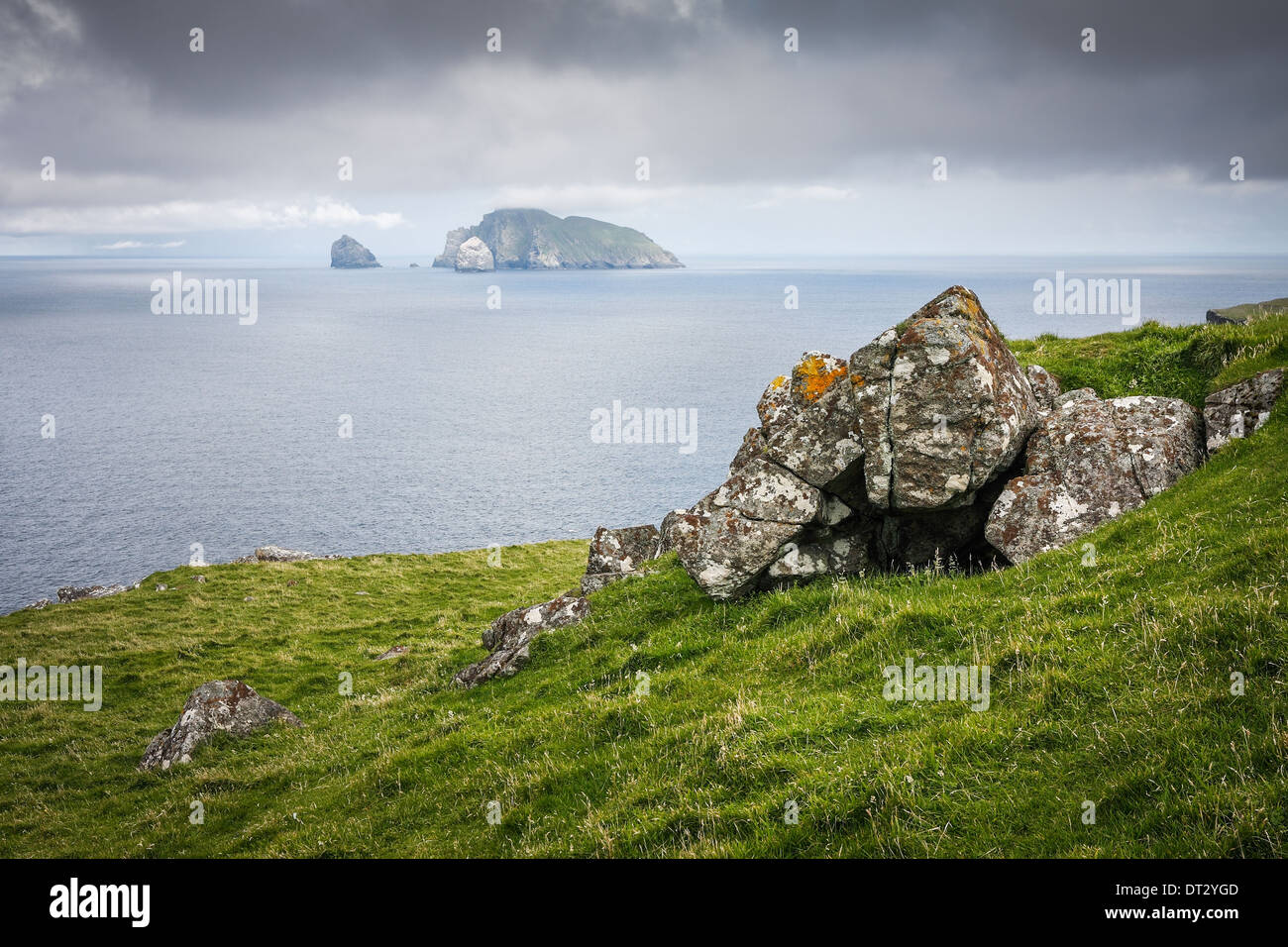 Looking towards Boreray and Stac Lee and Stac an Armin from Hirta, St Kilda with a cleit in the foreground - Stock Image