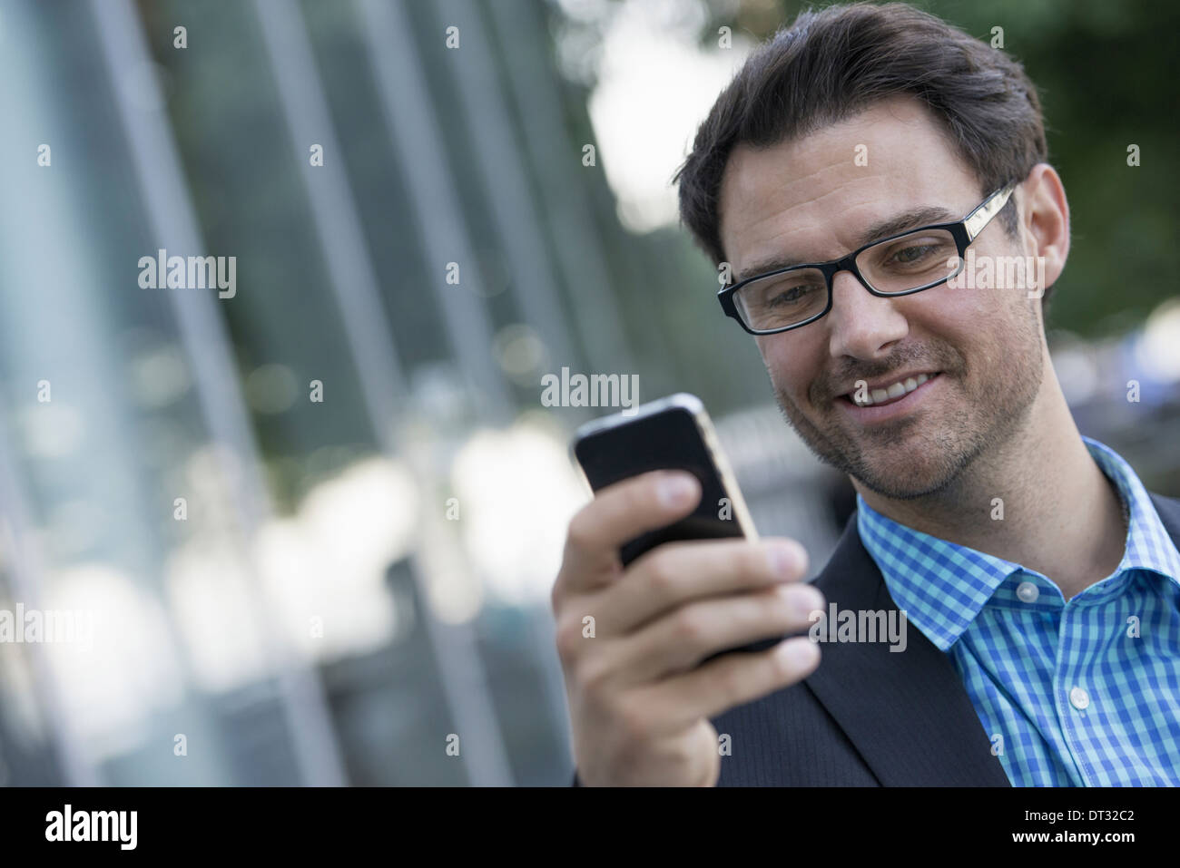 A man using his smart phone - Stock Image