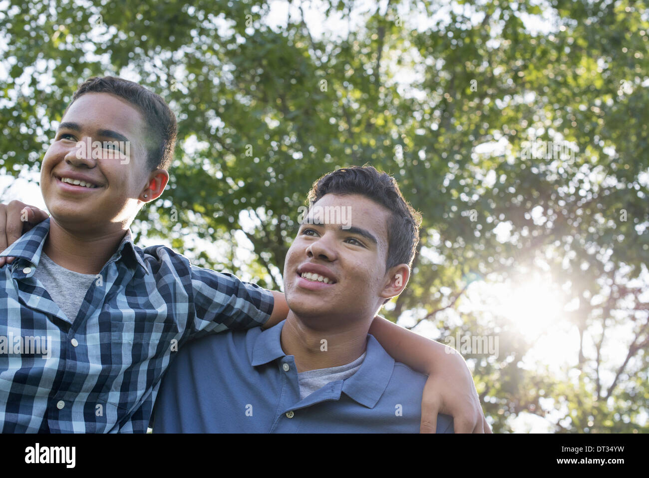 Two young men outdoors one with his arm around the shoulders of the other Stock Photo