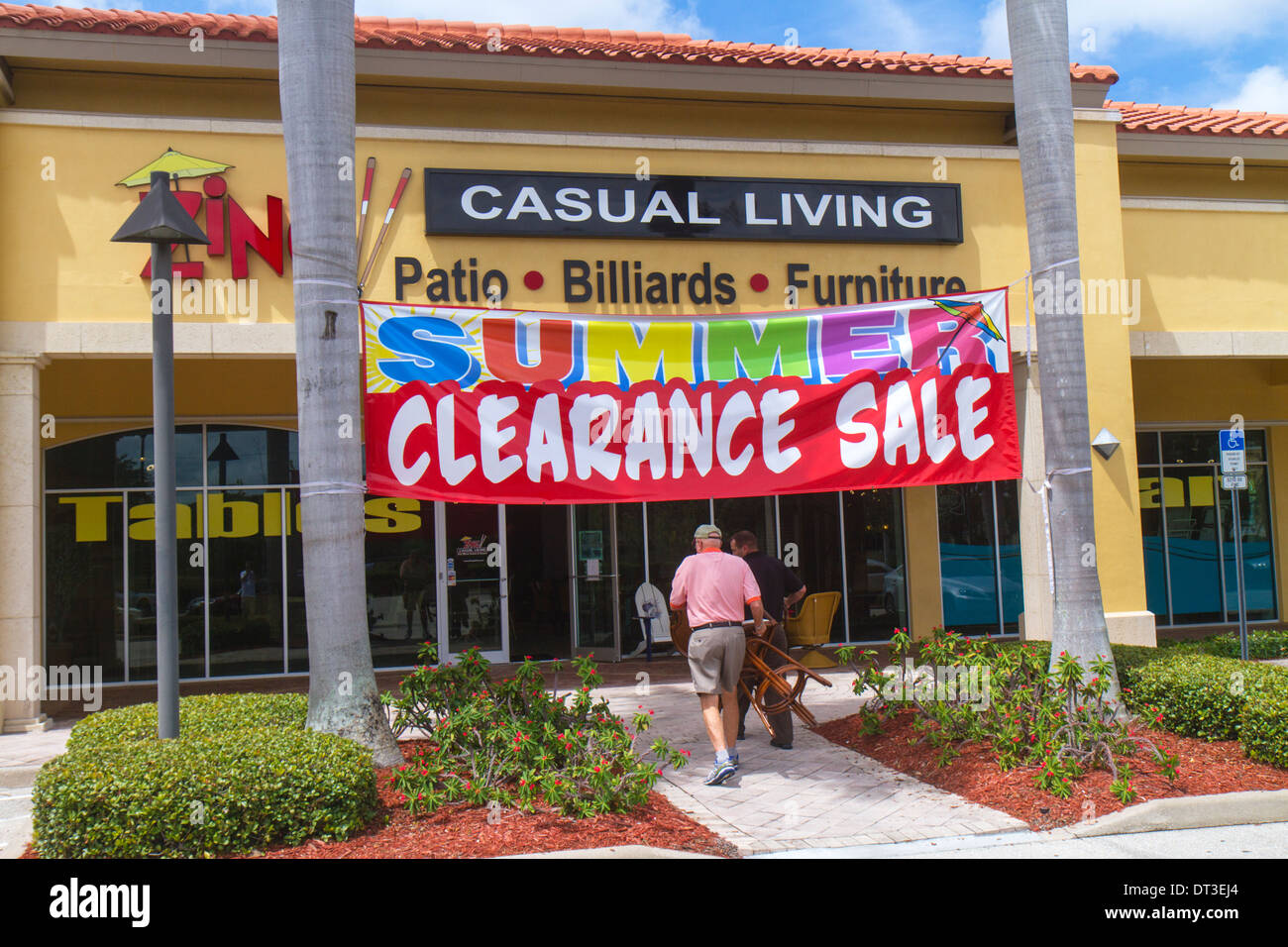 Naples Florida Zing Casual Living Shopping Furniture Store Front Entrance  Banner Summer Clearance Sale Promotion