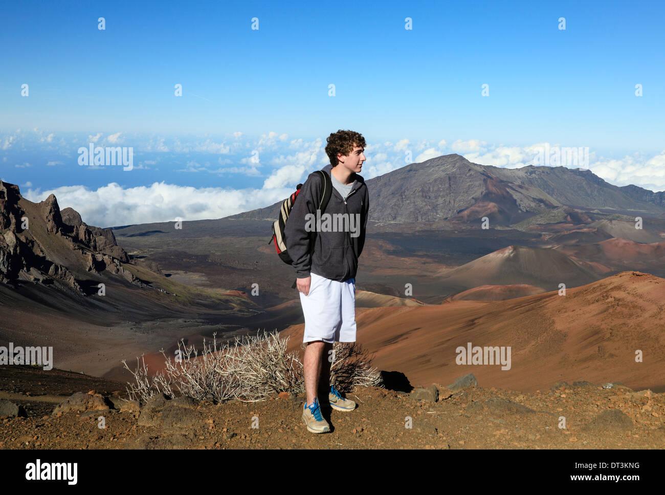 Hiker on the Sliding Sands Trail gazes at Haleakala National Park on Maui - Stock Image