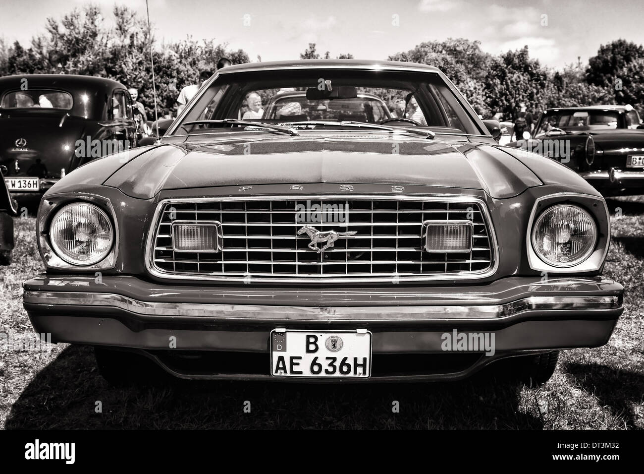 Pony car ford mustang second generation