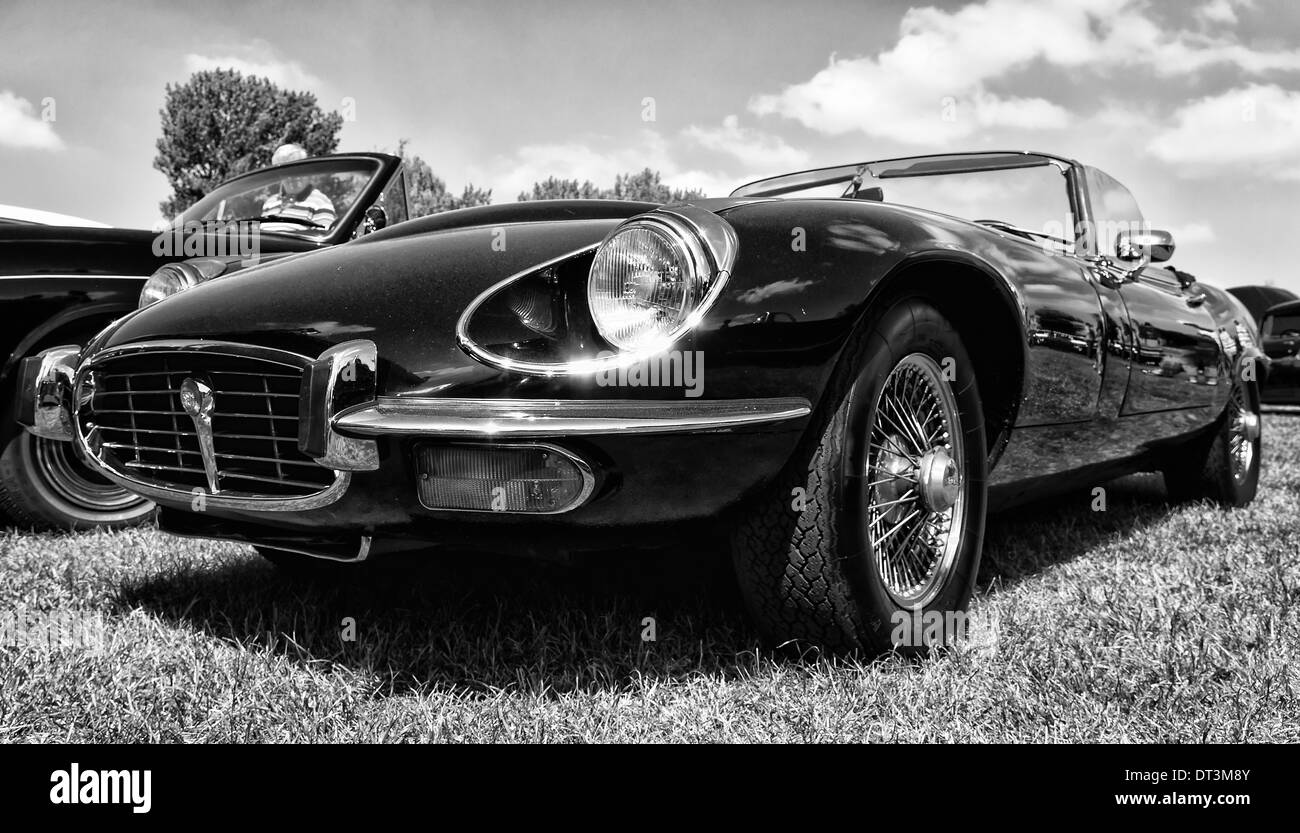 Engine Jaguar E Type Stock Photos & Engine Jaguar E Type Stock ...