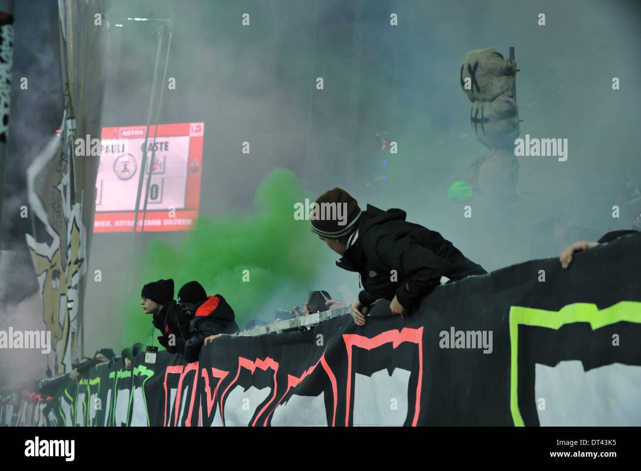 2. Bundesliga, FC St. Pauli vs. 1. FC Köln, Hamburg, Bengalos in der Südkurve vor dem Spiel. Editorial use only. - Stock Image