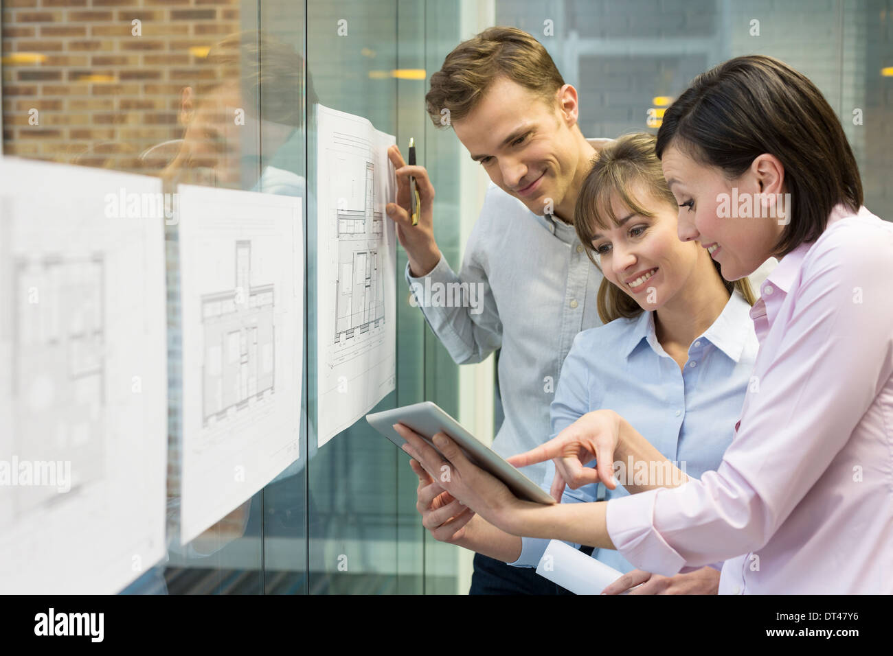 Business man woman plans meeting colleagues tablet pc - Stock Image