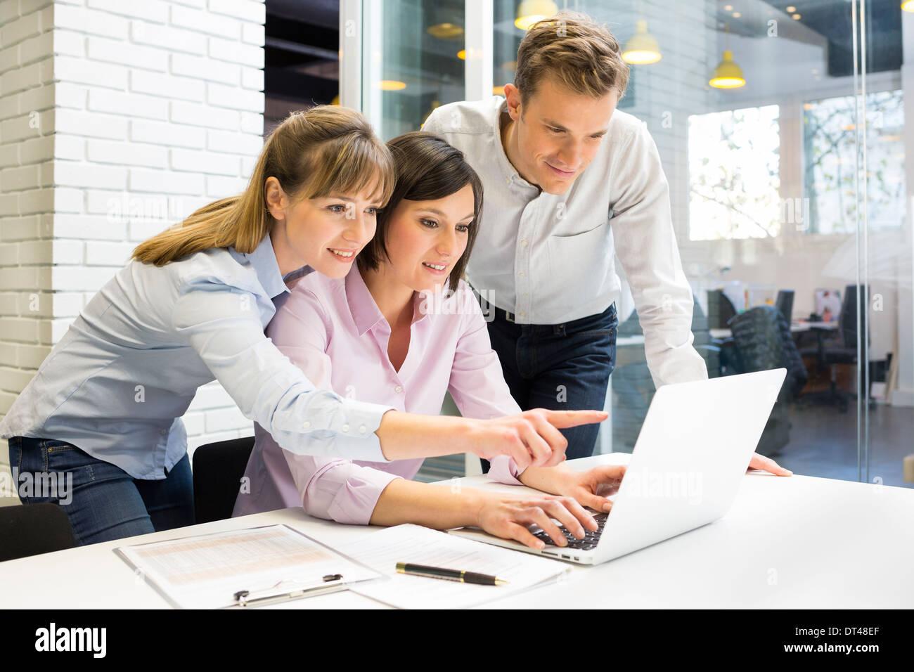 business man woman computer desk start-up - Stock Image
