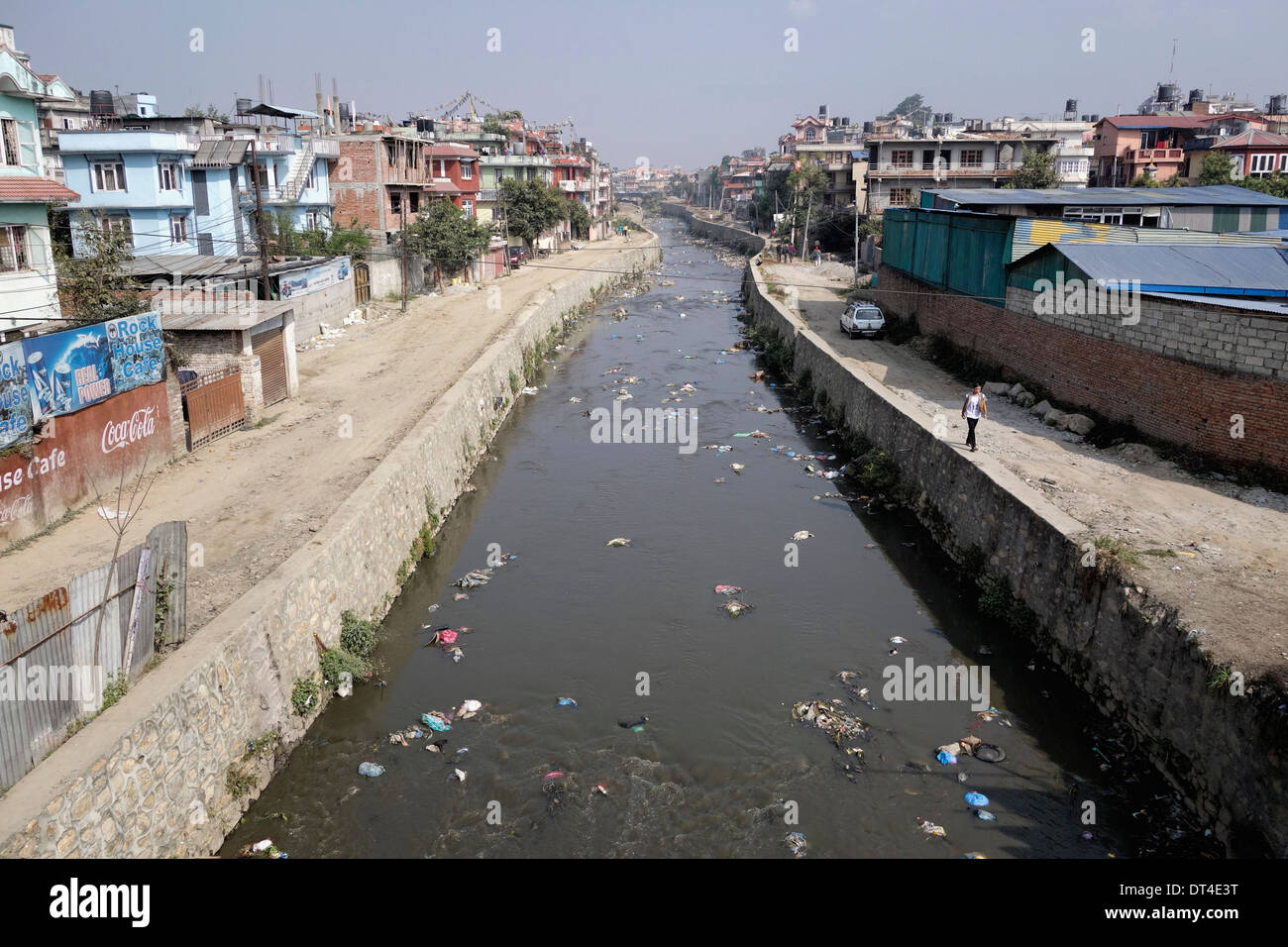 Discarded plastic litters a river in Kathmandu, Nepal. - Stock Image