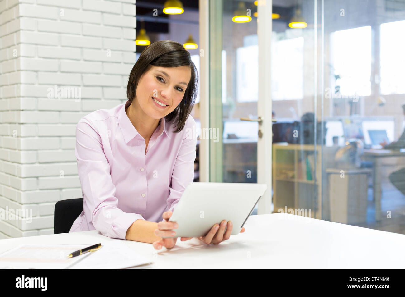 Female pc tablet desk e-mail - Stock Image