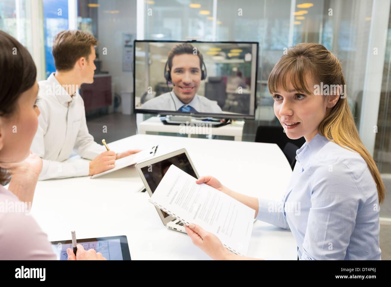 Businesswoman businessman desk chat colleagues - Stock Image