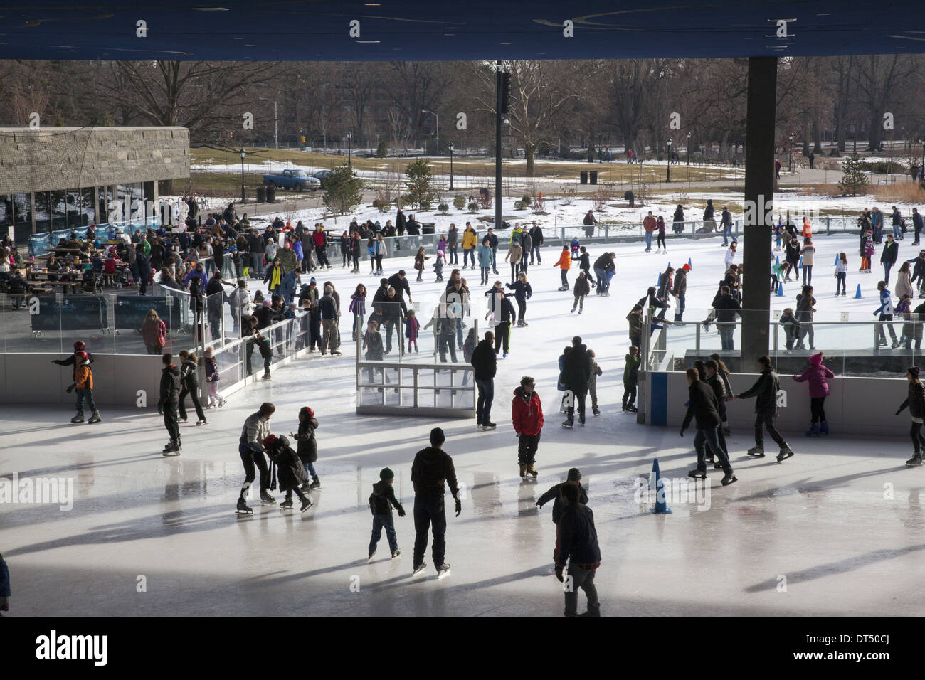 Ice skaters enjoy a day at the skating rink in Prospect Park, Brooklyn, NY. - Stock Image
