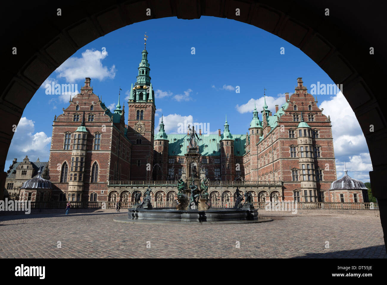 Neptune Fountain and Royal wing of Frederiksborg Palace, built as a royal residence for King Christian 4th - Stock Image