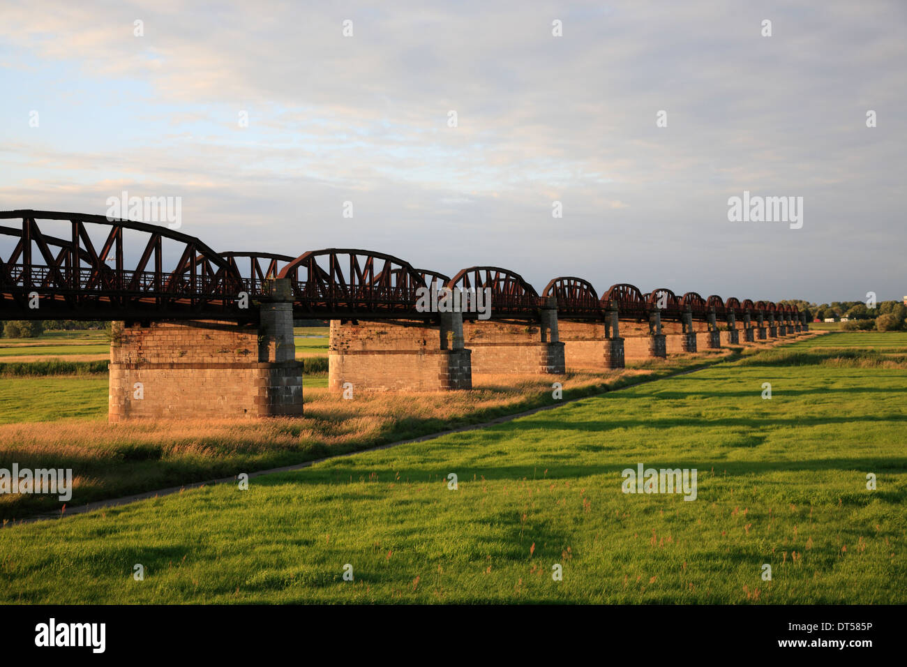 Old rail bridge at Doemitz-Kaltenhof, river Elbe, Lower Saxony, Germany, Europe - Stock Image