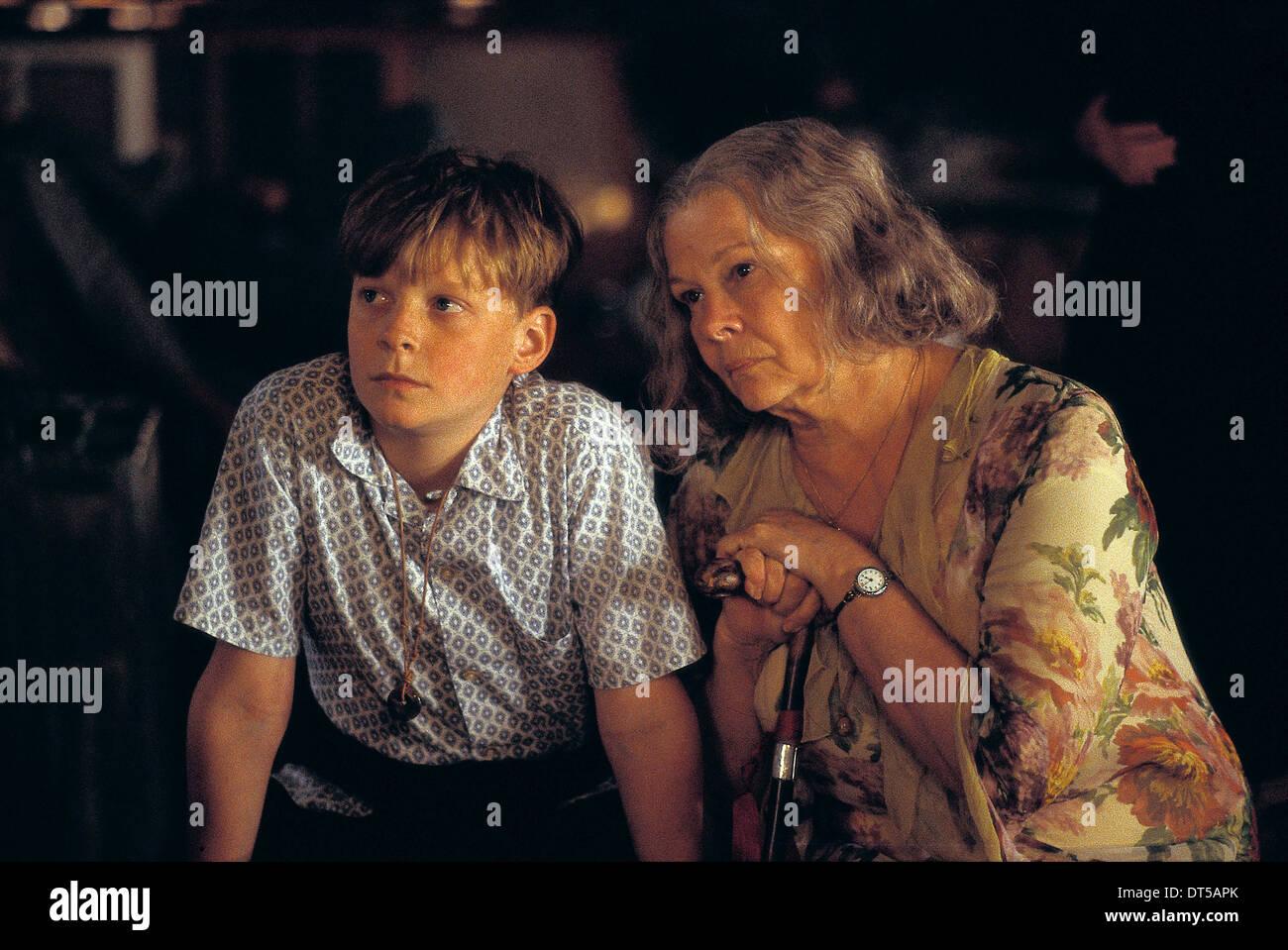AURELIEN PARENT KOENIG & JUDI DENCH CHOCOLAT (2000) - Stock Image
