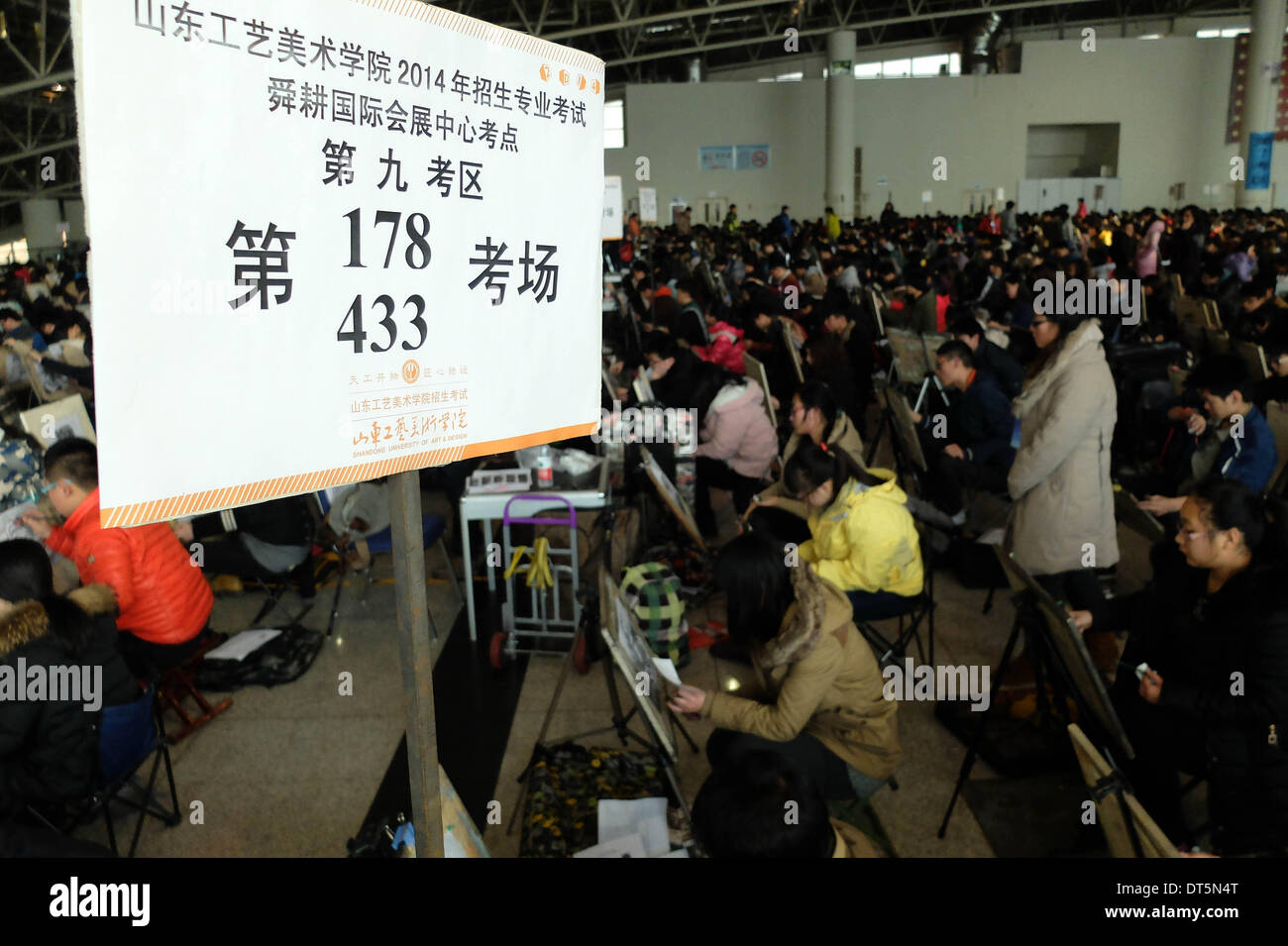 Jinan, China's Shandong Province. 10th Feb, 2014. Candidates sit a painting test for the entrance examination of Shandong University of Arts and Design in Jinan, capital of east China's Shandong Province, Feb. 10, 2014. More than 7,000 candidates took the examination for less than 2,000 admissions. © Xu Suhui/Xinhua/Alamy Live News - Stock Image