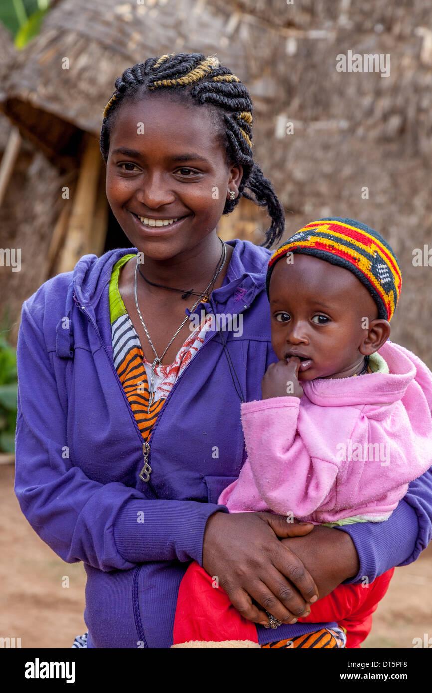 A Dorze Woman and Child, Hayzo Village, Arba Minch, Ethiopia Stock Photo