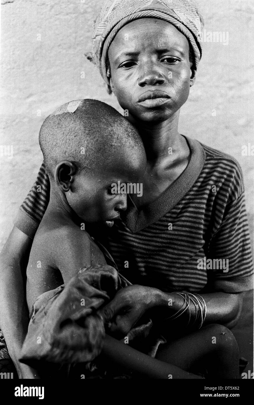 displaced mother and child in Sierra Leone - Stock Image