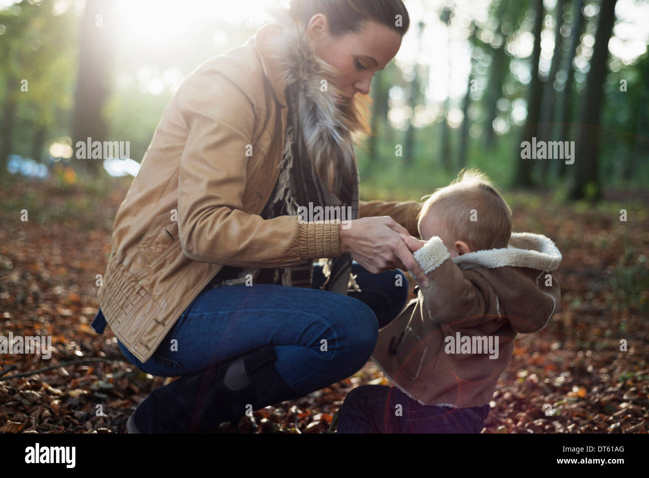 Mother and male toddler in woodland - Stock Image
