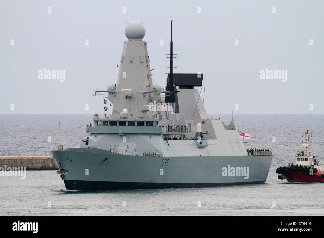 The Royal Navy Type 45 destroyer HMS Dragon entering Malta's Grand Harbour - Stock Image