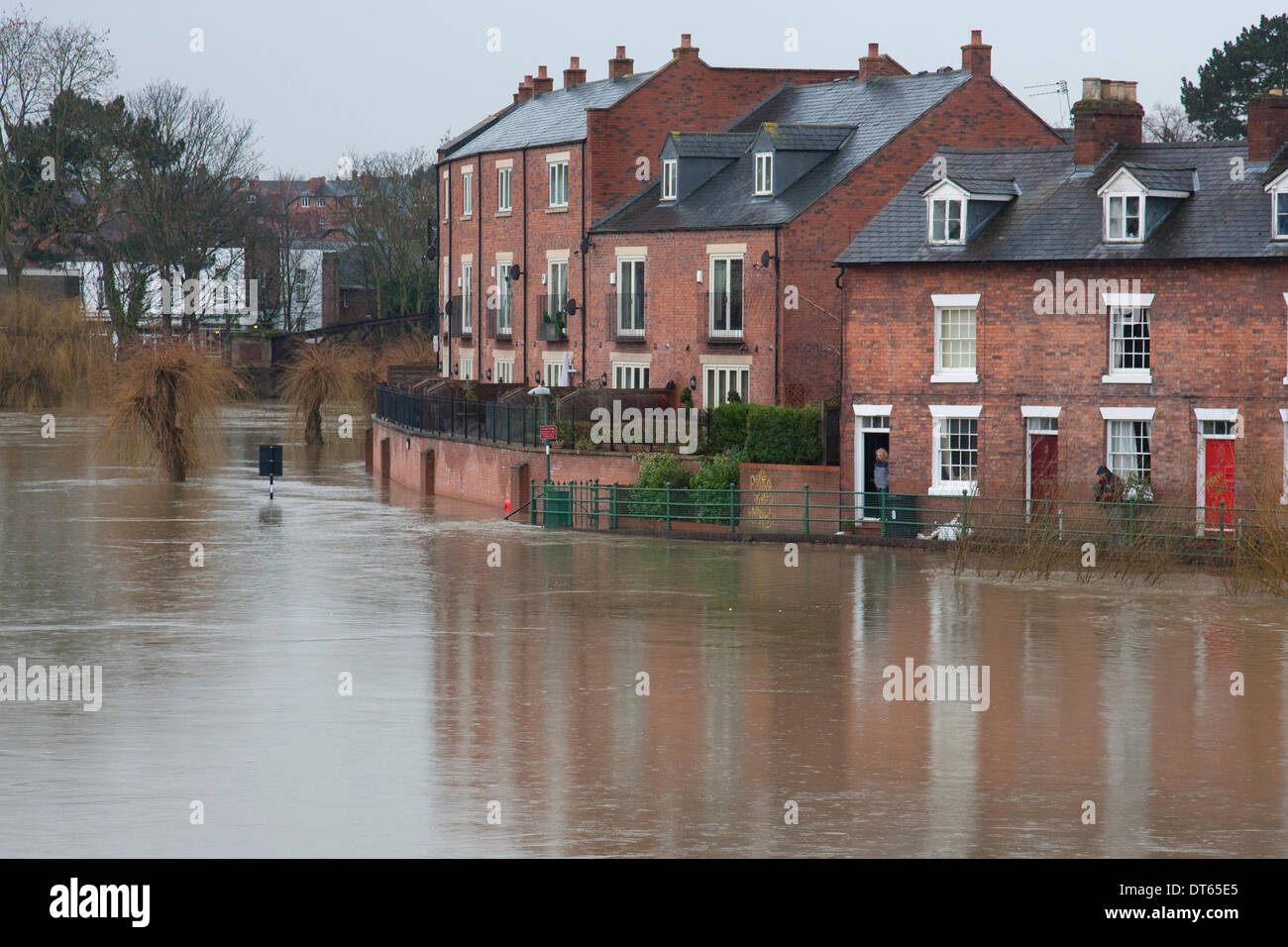 Shrewsbury, Shropshire, UK. 10th Feb, 2014. A resident looks across the flooded River Severn from the doorway of Stock Photo