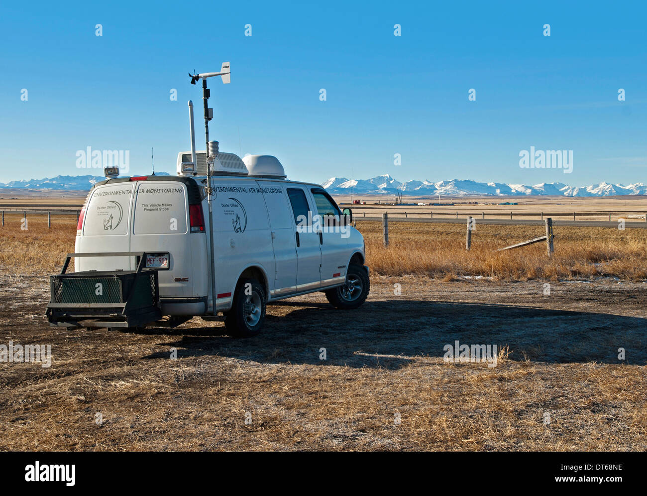 Canada, Alberta, Blood Reserve, Monitoring fracking for oil and gas on Blood Tribe Indian Reserve at edge of the BaKken Play. - Stock Image