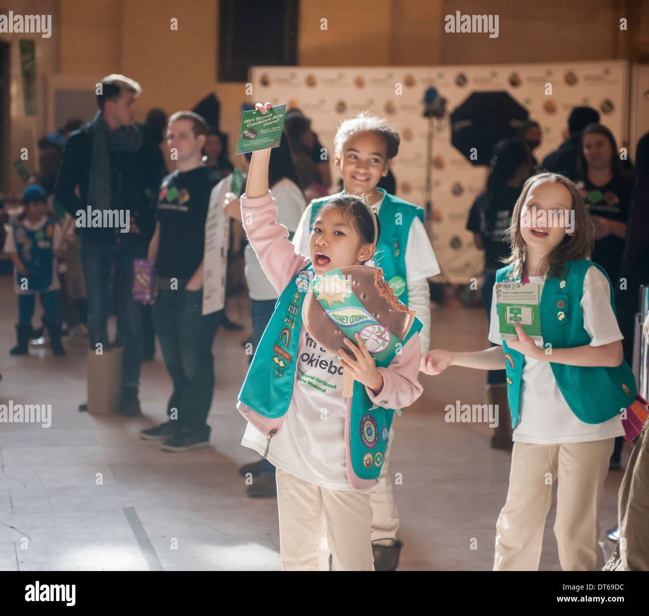 Girl Scouts mark the start of National Girl Scout Cookie Weekend in Vanderbilt Hall in Grand Central Terminal in New York - Stock Image