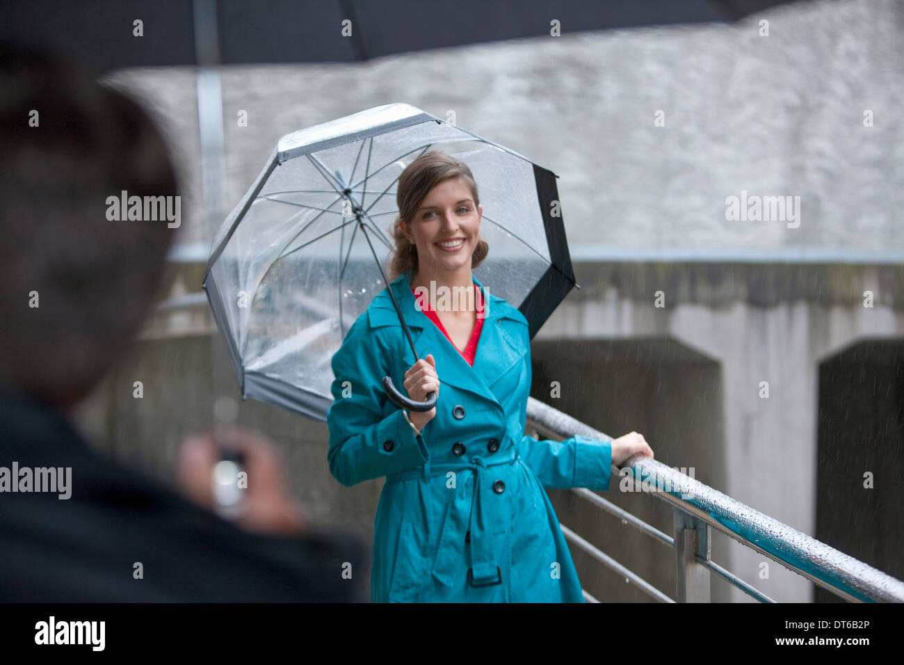 Young woman greeting mature man on footbridge - Stock Image