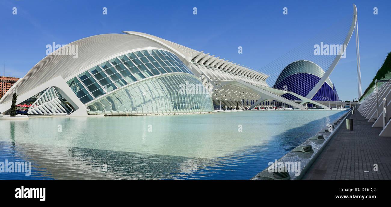 Spain, Valencia, La Ciudad de las Artes y las Ciencias, City of Arts and Sciences Principe Felipe Science Museum and Agora. - Stock Image
