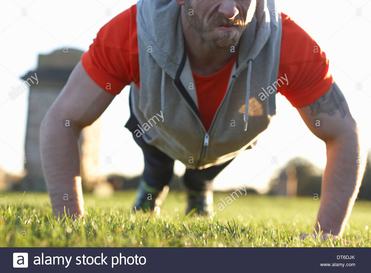 Young man doing push ups - Stock Image